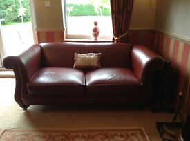 Derwent large high quality chestnut/red leather classic traditional non buttoned Chesterfield style