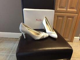 Rainbow club shoes. Mila ivory/fine shimmer size4