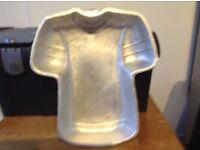 Football shirt cake tin