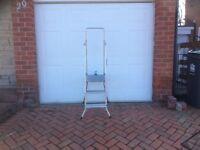 Safety step ladder and platform