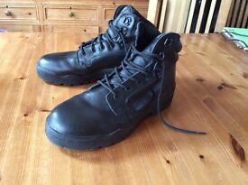 Magnum Safety Boots. High quality Protective Toe Leather Boots, size 10. As New.