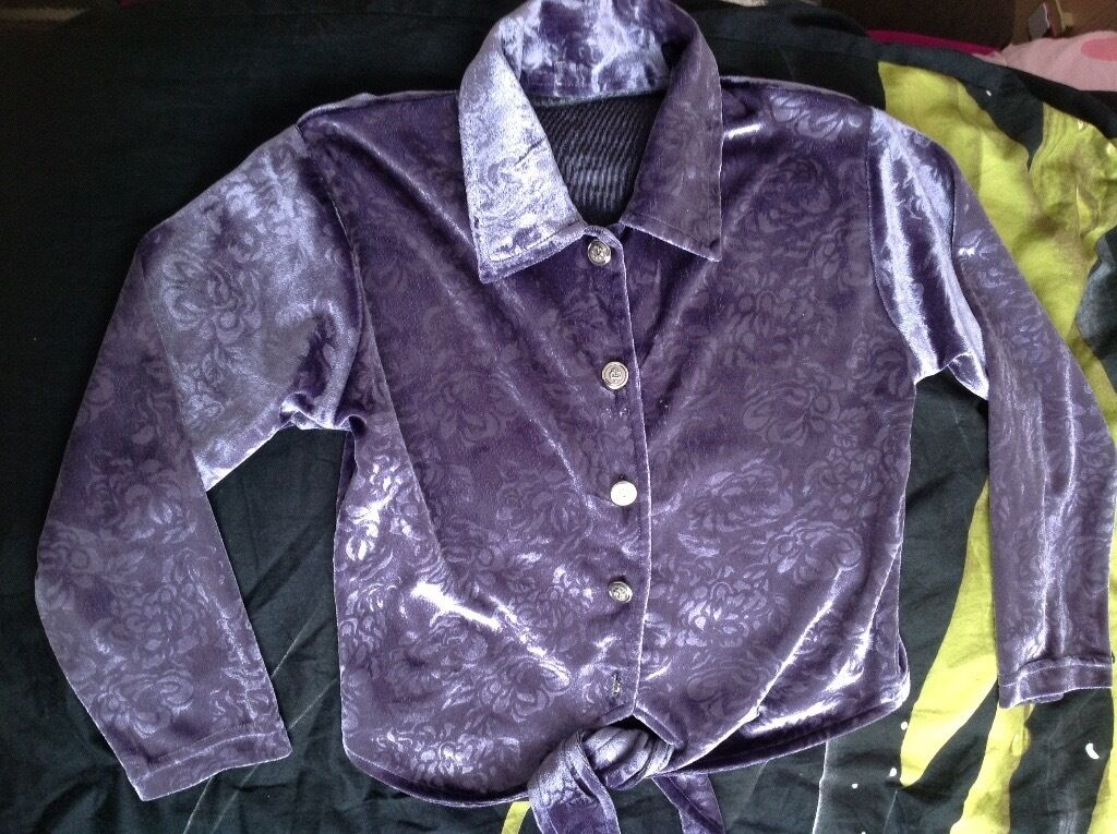 Velvet blouse and trousers size 7 8yearsin Southampton, HampshireGumtree - Lovely velvet outfit Blouse and trousers with flower pattern Trousers waist is stretchy Buttons on the blouse Good condition I have other items for sale, so if you are interested in more then one item you are welcome to make reasonable offer