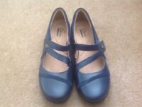 Clarks Navy shoes (New) size 4