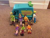 Scooby doo van and characters