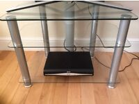 Clear glass to stand suitable for up to 32 inch tv