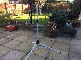 TELESCOPIC SATALLITE STAND EXCELLENT CONDITION