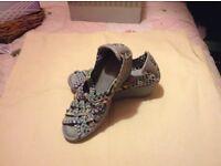 Ladies sketchers shoes size 7