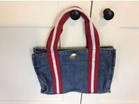 Small tommy hillfiger bag