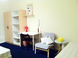 SPACIOUS CUTE DOUBLE/TWIN ROOM, 3 MNTS WALK CANNING TOWN, 10 MNTS TUBE OXFORD ST, ZONE2, NIGHT TUBE