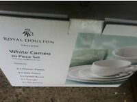 Royal Doulton - pure white 20pc dinner set