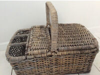 Large Picnic Basket With Handle and Wine Compartment