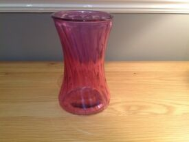 PINK GLASS FLOWER VASE IN A SHAPED DESIGN