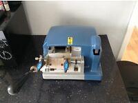 RST Cylinder key cutting machine with key board