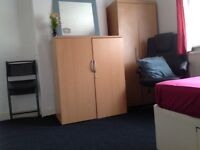 Big double room with Fridge and all bills inc.