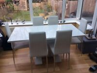 Stunning glossy white extend dining table & 6 chairs