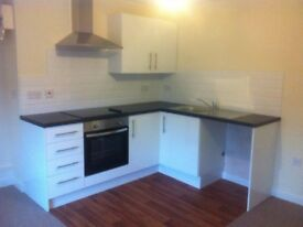 New, Modern 2-Bed Maisonette Apartment, Town Centre, 3 mins Walk to Train Station, Private Access