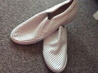 White shoes size 7 unworn