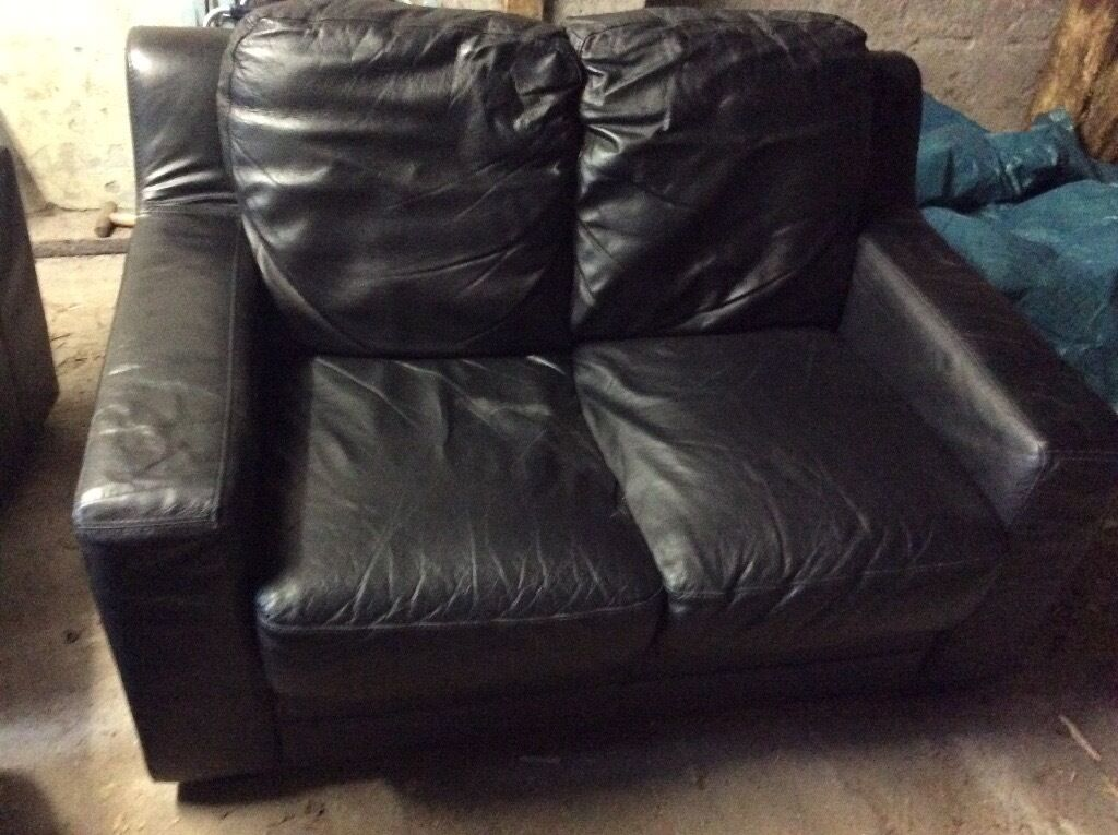 3 +2+1 black leather suite £200