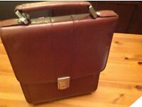 LEATHER HAND BAG (UNISEX )NEW .Colour : BROWN with lock with handle and strap .Excellent value