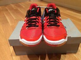 Asics indoor red/black 7 1/2 UK