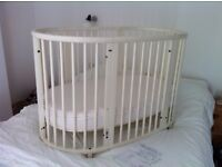 Stokke Sleepi Mini and Bed System in White Wood