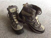 Trespass Hiking Boots size 7.