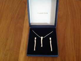 Hallmarked 925 Sterling Silver Pendant Necklace & Earring Set