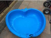 Apple sandpit / water tray free to collector