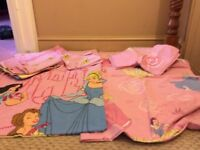 Twins - Disney princess 2 single duvet covers and 2 sets of curtains