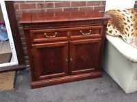 Lowely dark brown sideboard, chest of drawers, unit