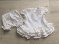 MAMAS AND PAPAS WHITE COTTON girls beautiful 2 piece set 0-3 months