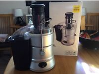 Whole Fruit Juicer - almost new, 800 watt with pulp container.