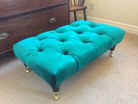 LARGE DEEP BUTTONED TURQUOISE FOOTSTOOL COFFEE TABLE CRYSTAL BUTTONS MAHOGANY LEGS WITH CASTOR