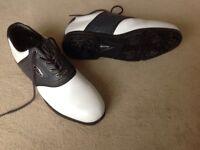 Men's Dunlop Golf Shoes size 10 white/black one piece moulded sole,