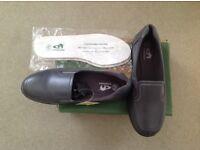 Emsmorn Ladies slip on Bowls shoes. Brand new. Size 7.
