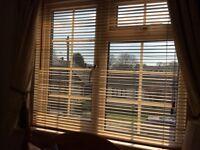 4 wooden Venetian blinds