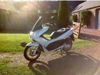 2011 Honda PCX 125cc Scooter + EXTRAS - Heated Grips, Puig Screen, Stop/Start