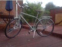 Kingston Men's Hampton Classic Traditional Bike-Gloss Grey, 19 inch.