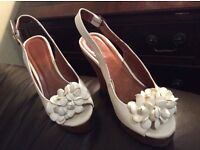 Moda in pelle white leather wedge sandals adorned with pretty white flower. Wood effect wedge heels