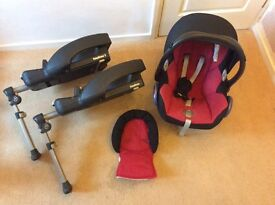 Maxi Cosi baby car seat and 2x Easybase