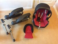Maxi Cosi baby car seat and 2x Easybase