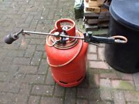 Calor propane bottle with regulator &torch for torch on felt roofing