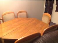 Extendable Solid Oak Dinning Room Table and 6 Chairs