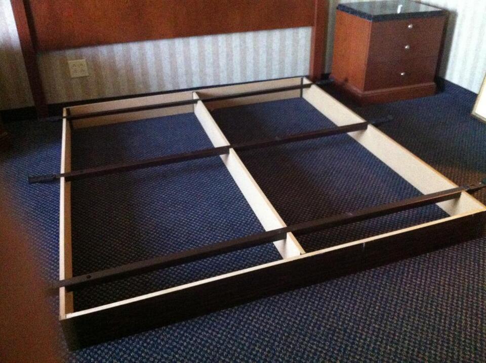 bases de lit bed frames beds mattresses qu bec kijiji. Black Bedroom Furniture Sets. Home Design Ideas