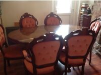 Lovely dining table and 6 chairs mahogany veneer.