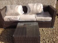 Rattan seatee and table NEW