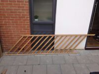 Oak Wooden Handrail, Baserail and 15 Oak Wood Spindles Excellent Condition