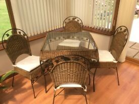 Table and 4 chairs glass top