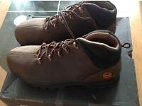 BRAND NEW AND BOXED TIMBERLAND SIZE 9 STEEL SAFETY TOE BOOTS £55.00 VERY CHEAP