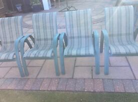 Garden table with 4 chairs / cushions